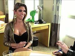 Очаровательная задница транссексуала Nicole Bahls получила толстый хуй