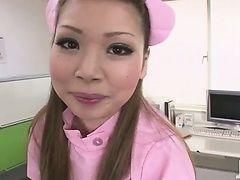 Милая медсестра Ayumi Kobayashi трахается с неожиданным результатом