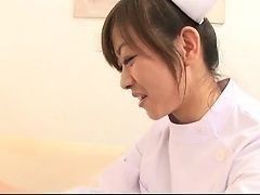 Медсестра Миина обольщает нового пациента и трахает его