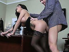 Привет, народ! Смотрите удивительный и сумасшедший трах с порнозвездами в офисе