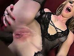 Милашка Allie James получает в жопу огромный черный хуй