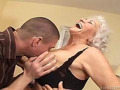 Бабуля и молодой член