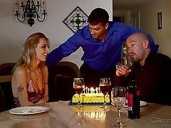 Вечеринка по случаю дня рождения и секс с его женой и другом