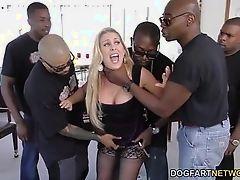 Cherie Deville трахается группой большими черными членами