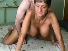 Пожилая сисястая телка любит оральный секс и получает заслуженый трах раком