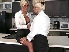 Две бизнес леди решили предаться лесбийским утехам на кухне офиса после заключения договора
