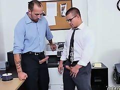 Гейский секс мускулистых парней в офисе