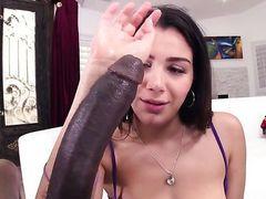 Молодая Valentina Nappi теряет контроль от огромного члена негра