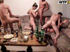 студенты устроили групповушку после хорошей пьянки