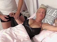 Джилл поощрена высосать хуй во сне
